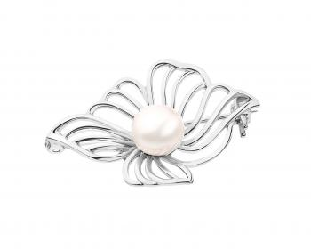 Silver brooch with pearl