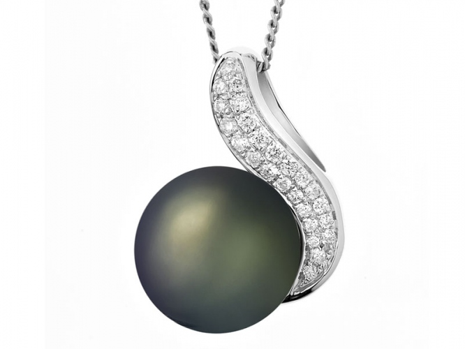 White gold pendant with brilliants and Tahiti pearl