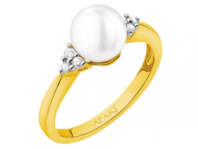 Yellow gold ring with brilliants and pearl