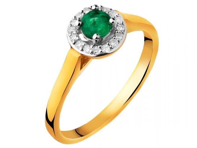 Yellow gold ring with diamonds and emerald
