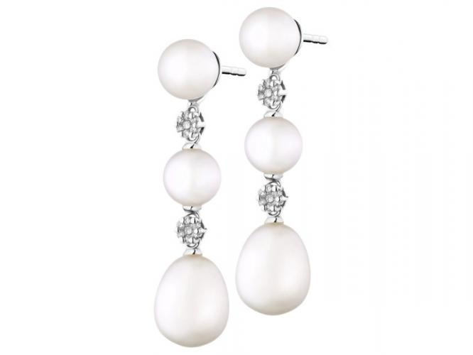 White gold earrings with brilliants and pearls