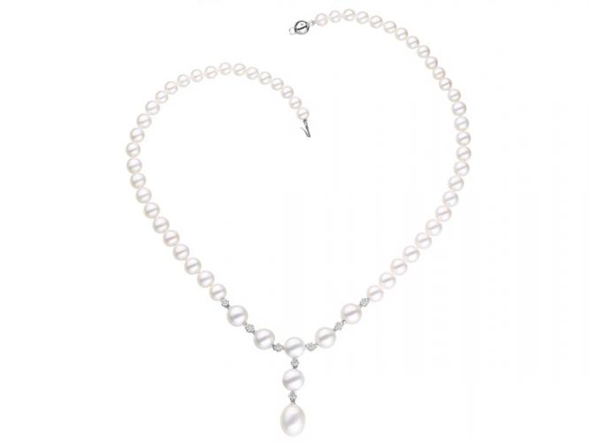 Pearl necklace with white gold elements and brilliants