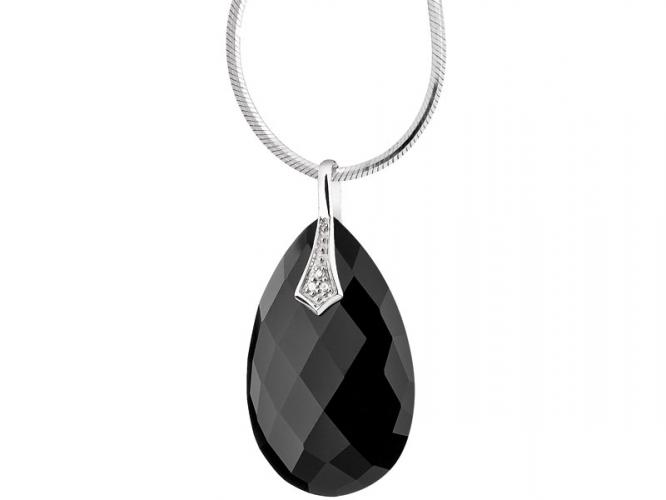 White gold pendant with diamonds and onyx