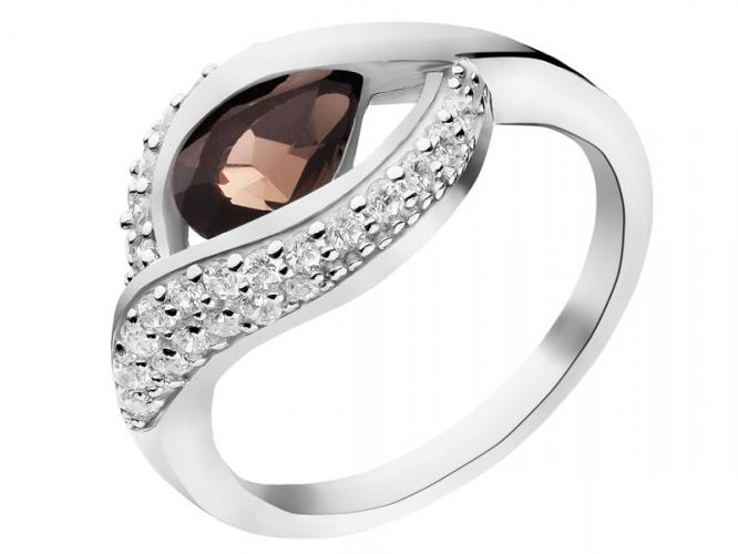 Silver ring with quartz and cubic zirconias