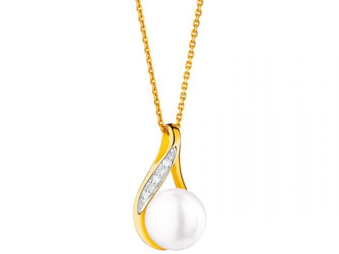 Yellow gold pendant with diamonds and pearl