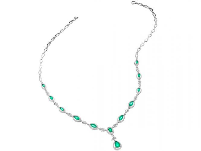 White gold necklace with brilliants and emeralds