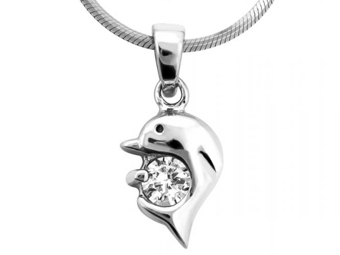 Silver pendant with cubic zirconia