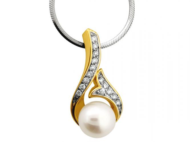 Yellow gold pendant with brilliants and pearl