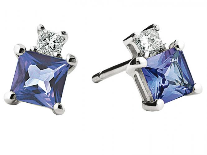 White gold earrings with diamonds and tanzanites