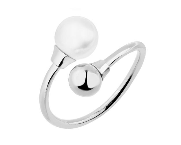 Stainless steel ring with pearl