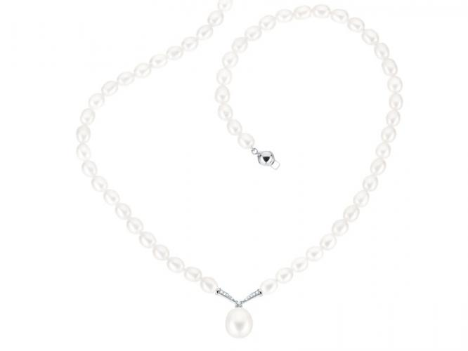 Pearl necklace with white gold elements and diamonds