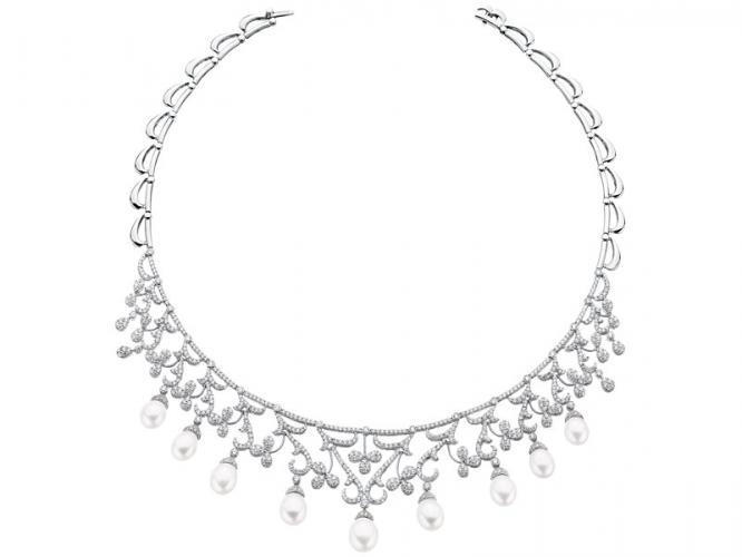 White gold necklace with brilliants and pearls