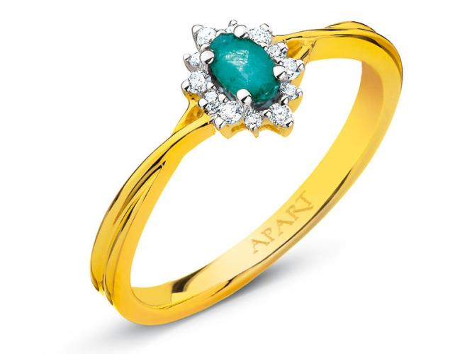 Yellow gold ring with brilliants and emerald