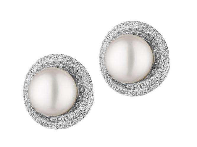 White gold earrings with diamonds and pearls
