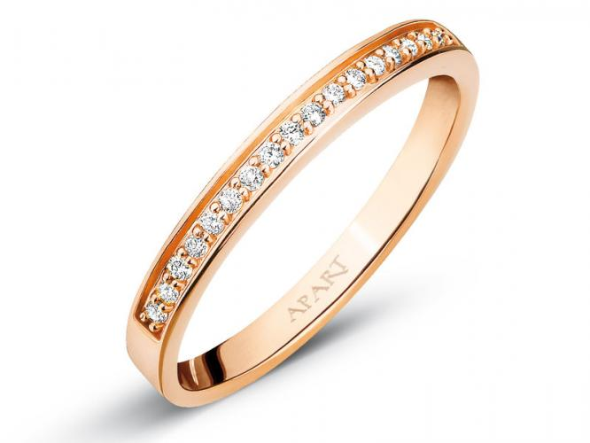 Rose gold ring with brilliants