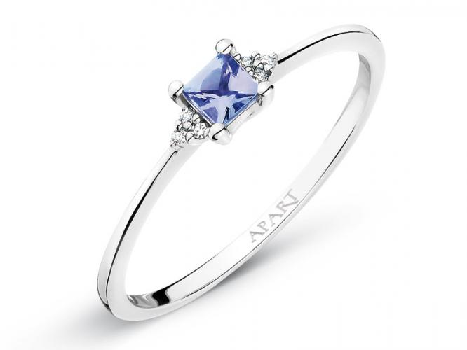 White gold ring with diamonds and tanzanite