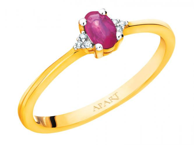 Yellow gold ring with diamonds and ruby